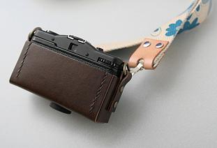 LOMO LC-A オリジナル・レザーフォルダー・ケース leather folder case ネックストラップが使える